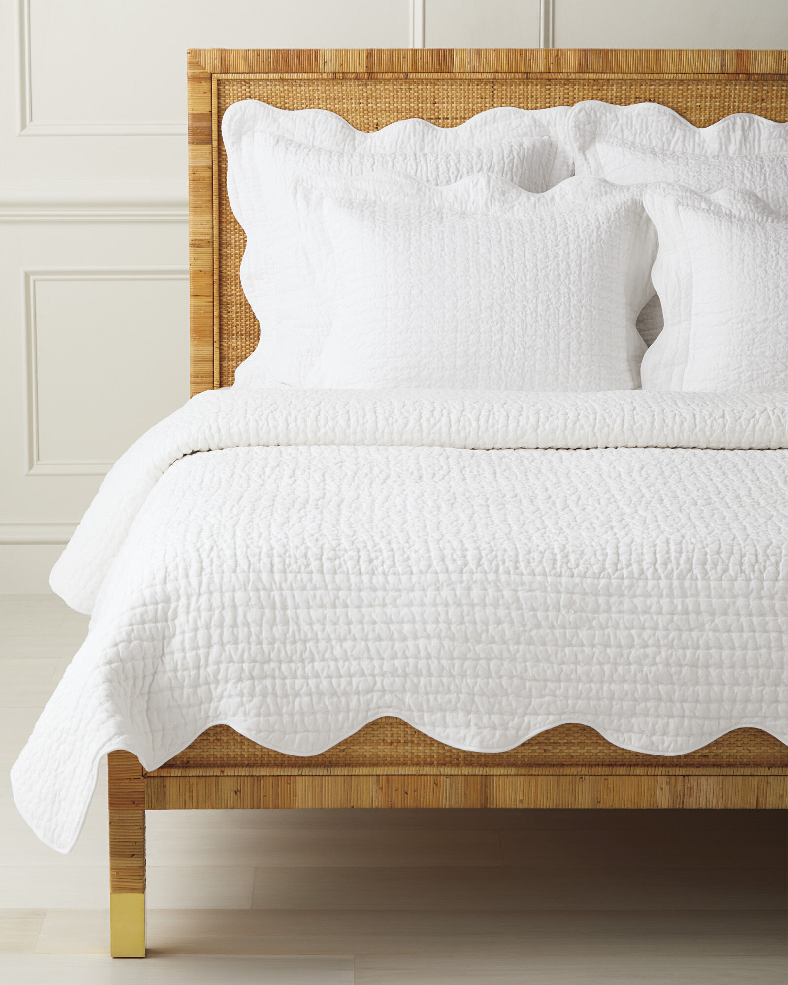 Baywood Quilt and Scallop Sheet Set Bundle, White