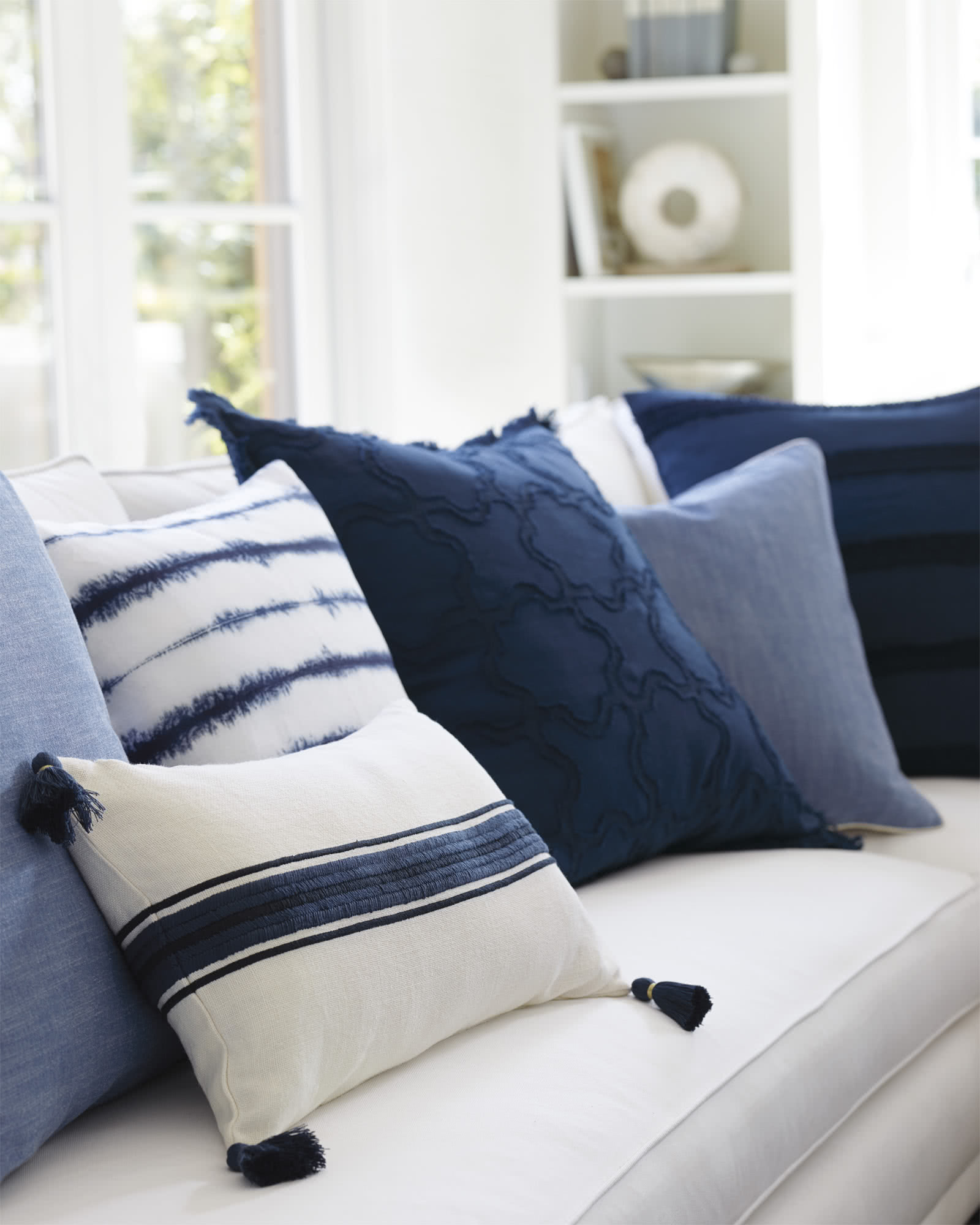 Barcelona Pillow Cover, Navy