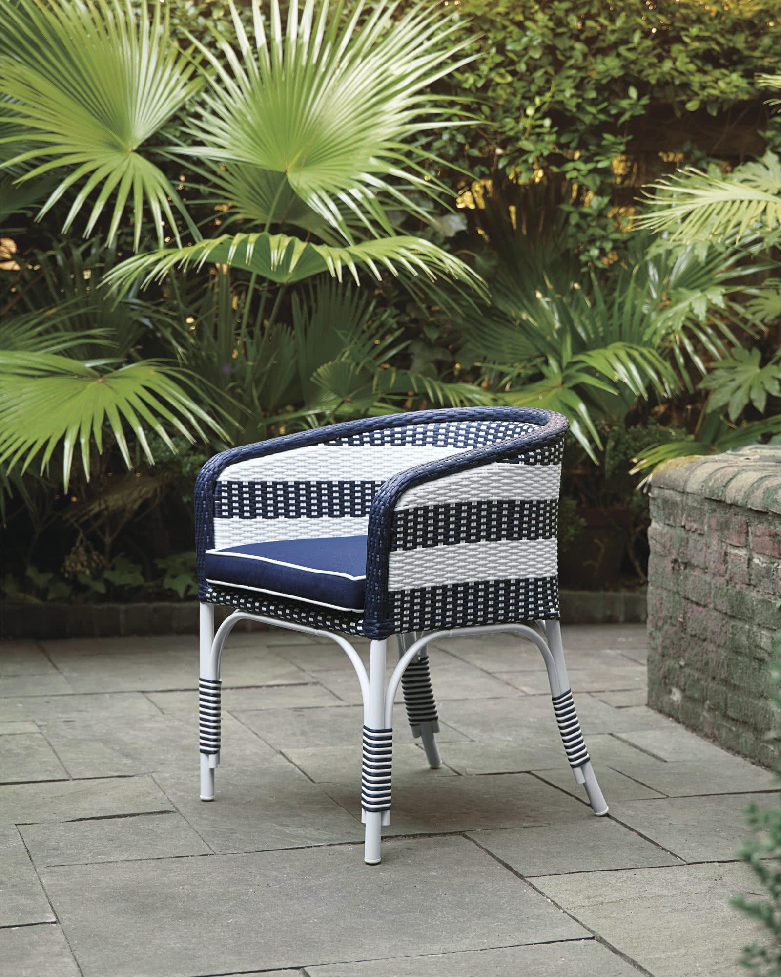 Riviera Outdoor Bucket Chair with Cushion