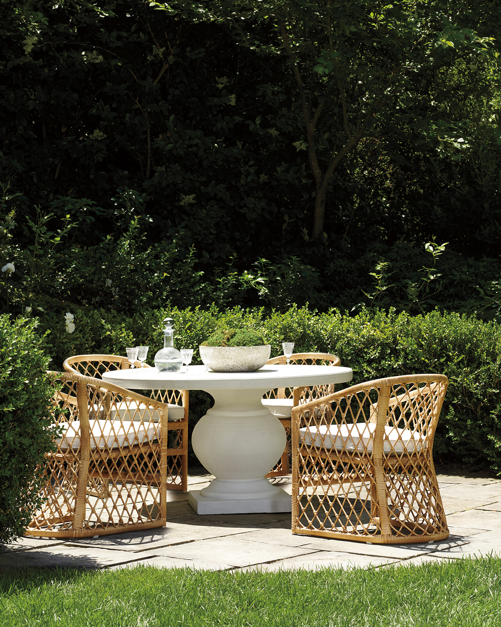 Terrace Round Dining Table,
