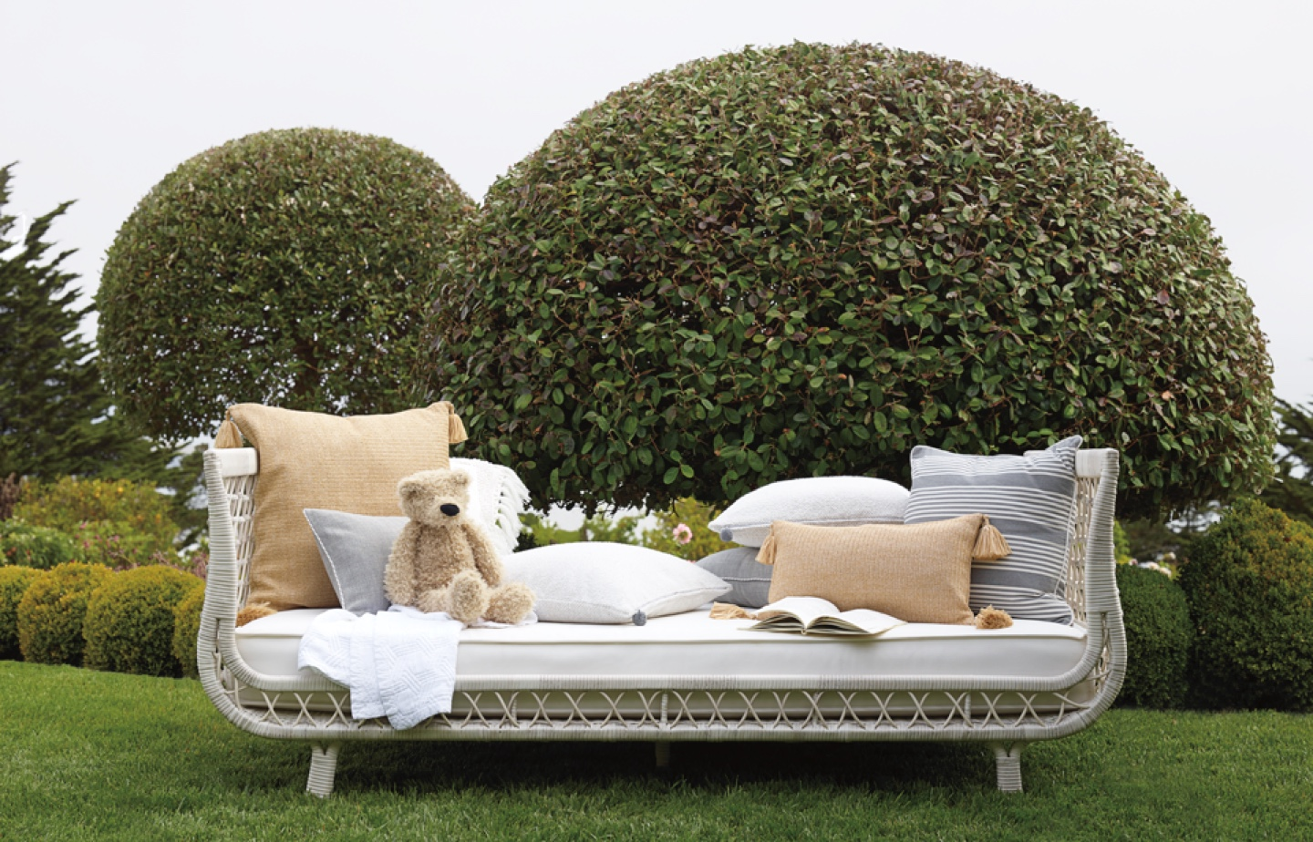 Capistrano outdoor daybed with outdoor pillows